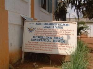Porto-Novo : pancarte musée ethnographique
